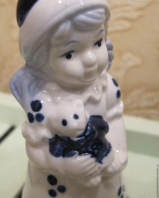 Куклы и игрушки ручной работы. Ярмарка Мастеров - ручная работа. Купить Девочка с мишуткой. Handmade. Голубой, для интерьера, Делфтский фарфор