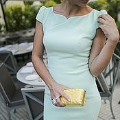 Одежда ручной работы. Ярмарка Мастеров - ручная работа Фисташковое платье-футляр с фигурным вырезом. Handmade.