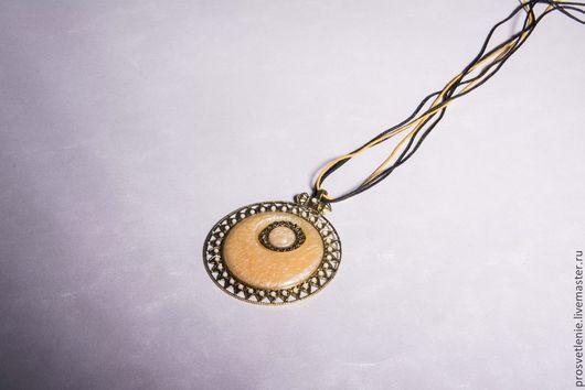 Кулоны, подвески ручной работы. Ярмарка Мастеров - ручная работа. Купить Крупная подвеска на шнуре - медальон «Елизавета». Handmade.