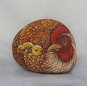 Курица с цыплятами №2 , роспись по камню