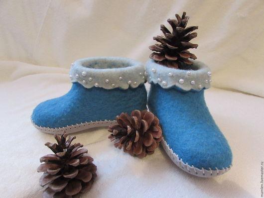 """Обувь ручной работы. Ярмарка Мастеров - ручная работа. Купить валяные детские сапожки """" Снегурочка"""". Handmade. Голубой, бисер"""