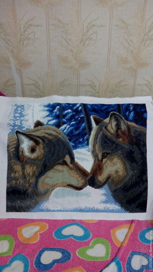 """Животные ручной работы. Ярмарка Мастеров - ручная работа. Купить Волки """"Нос к носу"""". Handmade. Волки, поцелуй, нежность, канва"""