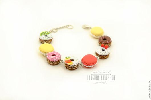 Браслеты ручной работы. Ярмарка Мастеров - ручная работа. Купить Сладкий браслет с пончиками и макарунами из полимерной глины. Handmade.