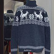 Одежда ручной работы. Ярмарка Мастеров - ручная работа Серый свитер с крупными оленями, играющими в чехарду. Handmade.