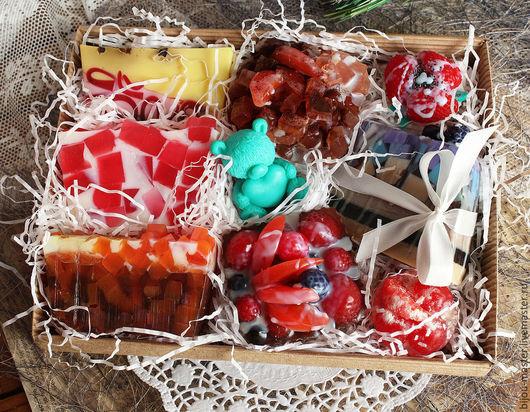 Подарочные наборы косметики ручной работы. Ярмарка Мастеров - ручная работа. Купить ПОДАРОК СЛАДКОЕЖКЕ - набор мыла подарочный. Handmade.