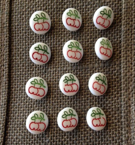 """Шитье ручной работы. Ярмарка Мастеров - ручная работа. Купить """"Красные яблоки"""" винтажные пуговки, чешское стекло. Handmade. яблочки"""