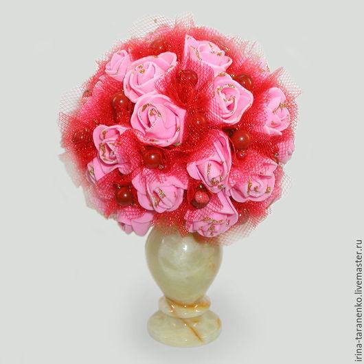 Цветы из коралла `Счастье` в вазочке из оникса
