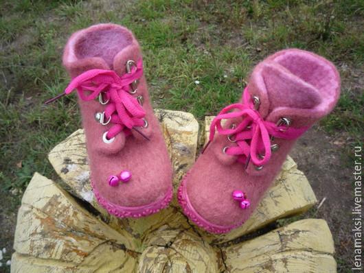 """Обувь ручной работы. Ярмарка Мастеров - ручная работа. Купить Валяные ботиночки """"Малинки"""". Handmade. Коралловый, детская обувь"""