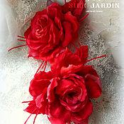 Брошь-булавка ручной работы. Ярмарка Мастеров - ручная работа ЦВЕТЫ ИЗ ТКАНИ брошь красная роза. Handmade.