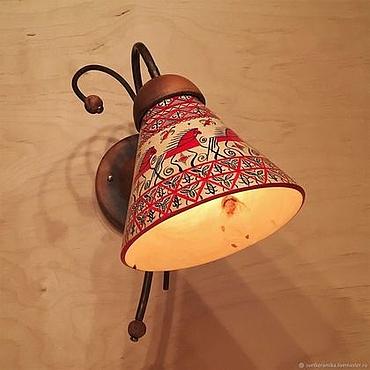 Для дома и интерьера ручной работы. Ярмарка Мастеров - ручная работа Настенный светильник из дерева, керамики и меди с мезенской росписью. Handmade.