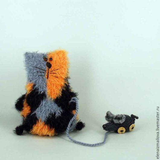 Игрушки животные, ручной работы. Ярмарка Мастеров - ручная работа. Купить Трехцветная кошка с игрушечной мышкой. Handmade. Оранжевый
