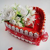 Подарки к праздникам ручной работы. Ярмарка Мастеров - ручная работа Сердце с Kinder шоколадом. Handmade.