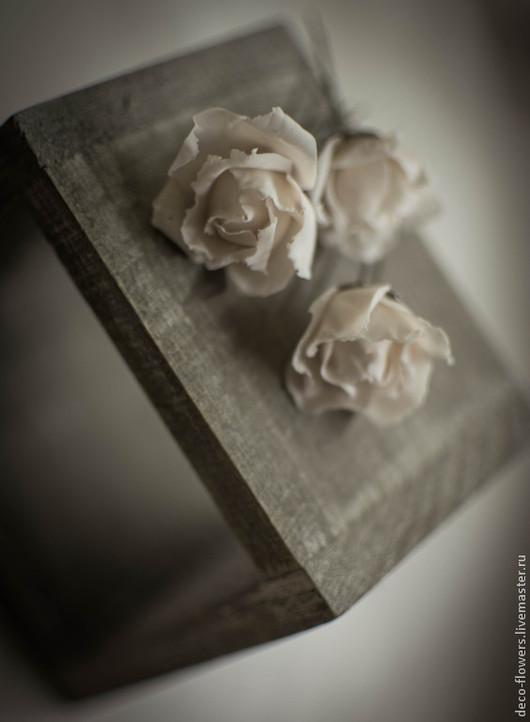 Шпильки-розы нежно-розового цвета