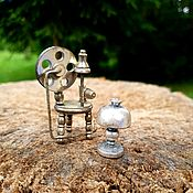 Винтажные предметы интерьера ручной работы. Ярмарка Мастеров - ручная работа Винтажные миниатюры из  металла прялка и лампа. Handmade.