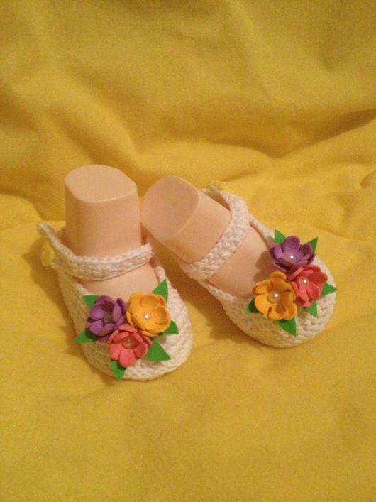 Для новорожденных, ручной работы. Ярмарка Мастеров - ручная работа. Купить Пинетки туфельки с разноцветными цветами. Handmade. Пинетки