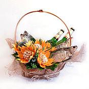 Подарки к праздникам ручной работы. Ярмарка Мастеров - ручная работа Корзина с воблой, орешками и пивом. Handmade.