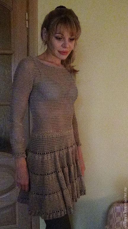 Платье связано из 100% итальянского шелка без швов.Очень нарядное  и приятное на ощупь.