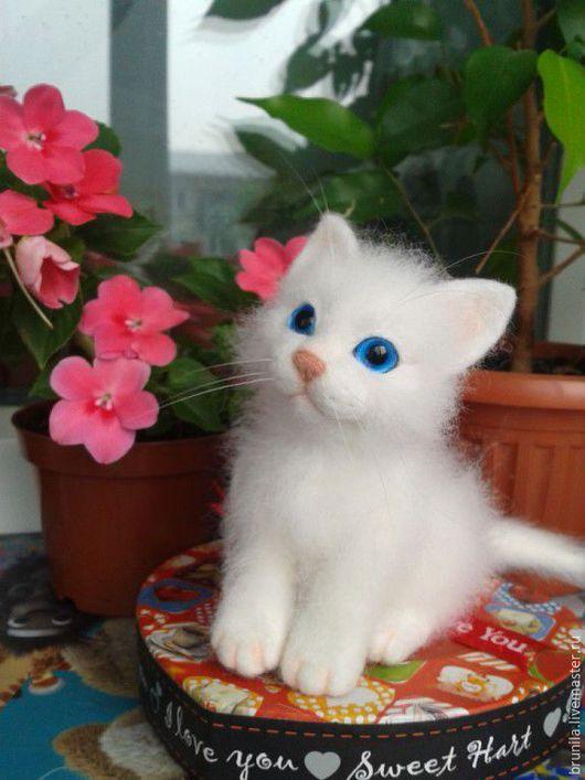 Игрушки животные, ручной работы. Ярмарка Мастеров - ручная работа. Купить игрушка интерьерная Котёнок белый, войлочный. Handmade. Белый