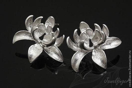 цветок лотос -  позолота матовая - 8 пар  родиевое покрытие матовое - 5 пар  18 мм