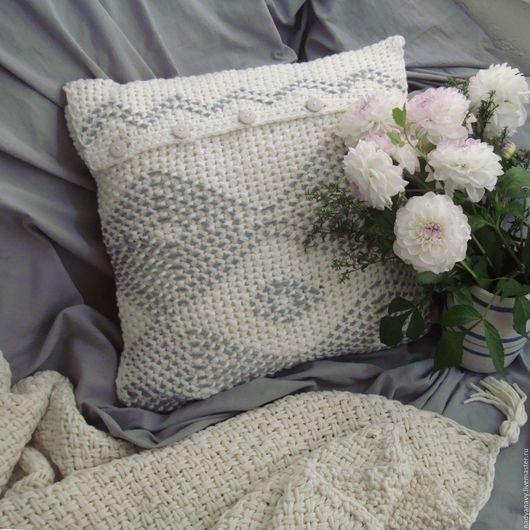 Текстиль, ковры ручной работы. Ярмарка Мастеров - ручная работа. Купить Вязаная декоративная подушка снежного цвета. Handmade. Белый