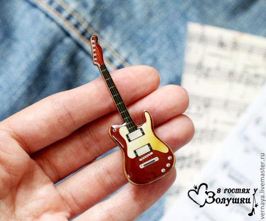 """Броши ручной работы. Ярмарка Мастеров - ручная работа. Купить Брошь на деревянной основе """"Гитара"""". Handmade. Коричневый, гитара"""