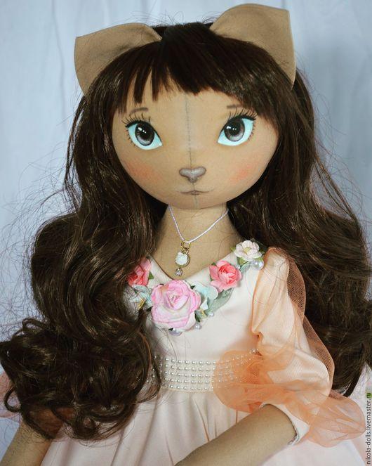Коллекционные куклы ручной работы. Ярмарка Мастеров - ручная работа. Купить Коллекционная подарочная текстильная кукла.. Handmade. Бежевый, кошечка