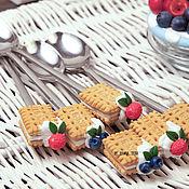 Ложки ручной работы. Ярмарка Мастеров - ручная работа Вкусная ложка с печеньем и ягодами. Handmade.