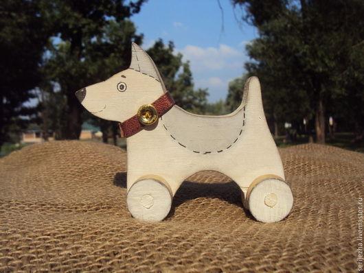 Собака-каталка, деревянная игрушка ручной работы, декорированная