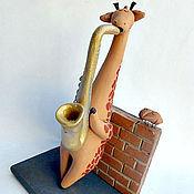 Куклы и игрушки ручной работы. Ярмарка Мастеров - ручная работа Жираф-музыкант. Керамика. Фигурки жирафов. Handmade.