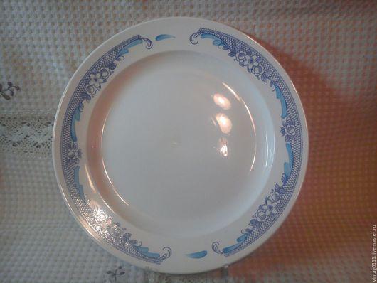 ...большое...новое,.... теперь уже старинное блюдо... ...такой родной, советский рисунок....посуда фаянсового завода `ЗиК` присутствовала, практически, в каждой семье нашей необъятной страны)))