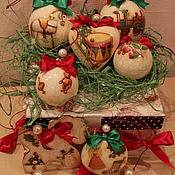"""Для дома и интерьера ручной работы. Ярмарка Мастеров - ручная работа """"Старинные игрушки и пуансетия"""" набор елочных украшений. Handmade."""