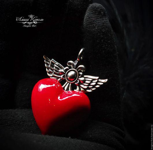 Брелоки ручной работы. Ярмарка Мастеров - ручная работа. Купить Пронзенное сердце брелок/кулон. Handmade. Ярко-красный, красный брелок