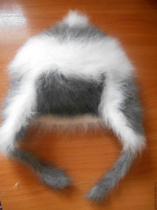Шапка связанная из кроличьего пуха. Модель ушанка.Расцветка:белая с серым орнаментом для отделки.Очень теплая,натуральная ,приятная на ощупь.Шапка на осенний-зимний период.На возраст от 6мес. до 2х