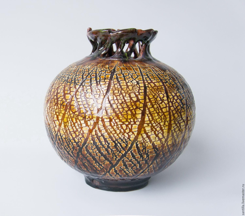 Crowned vase
