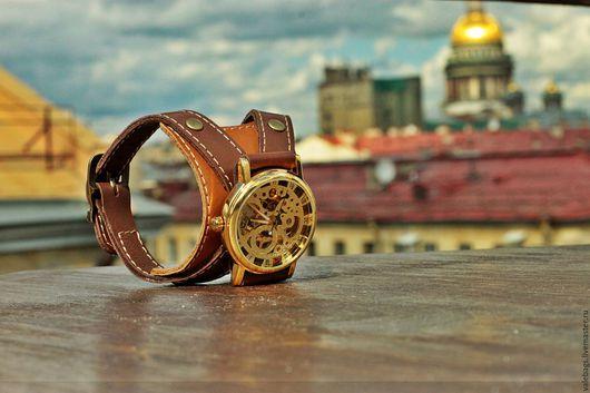 Часы механические на браслете из натуральной кожи.