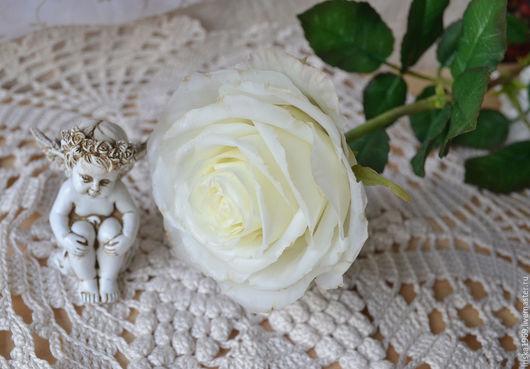 Белая роза из холодного фарфора, в натуральную величину