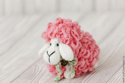 Игрушки животные, ручной работы. Ярмарка Мастеров - ручная работа. Купить овечка Розмари мягкая игрушка, розовый вязаный барашек с фермы. Handmade.