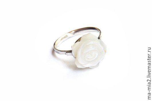Кольца ручной работы. Ярмарка Мастеров - ручная работа. Купить кольцо Перламутровые  цветы. Handmade. Белый, резные цветы