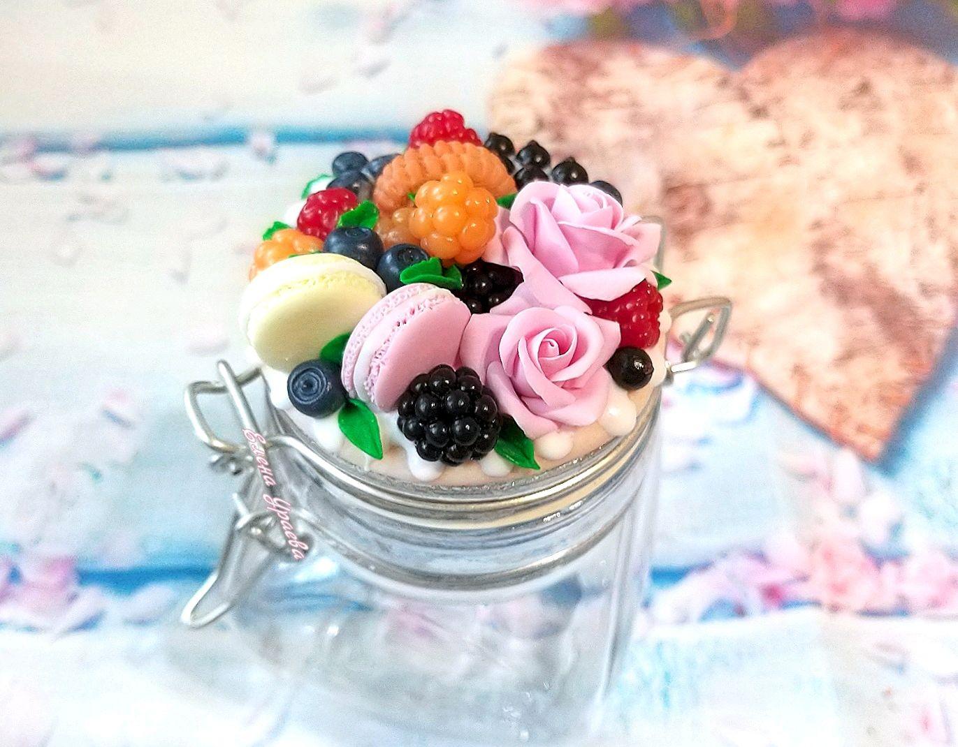 Вкусная баночка с ягодами, макарунами и розами из полимерной глины, Кружки и чашки, Рыбинск,  Фото №1