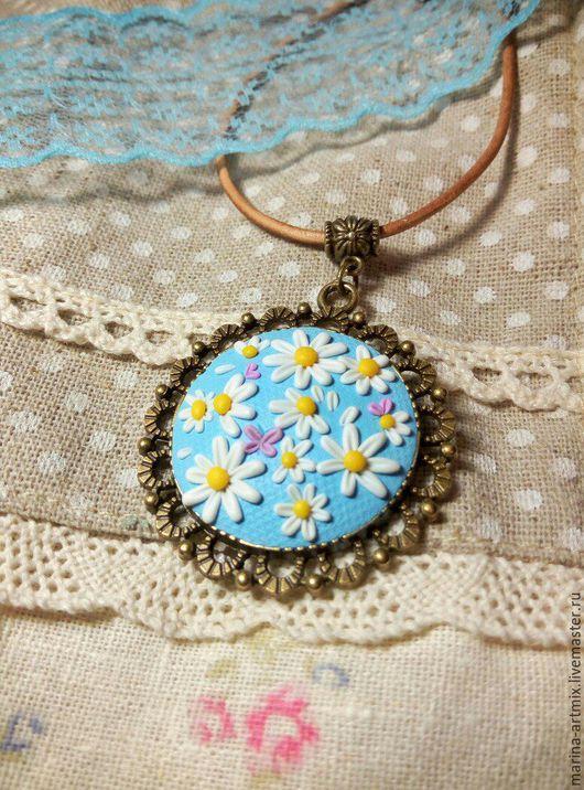 Кулон с нежными цветами и бабочками из полимерной глины.