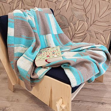 Текстиль ручной работы. Ярмарка Мастеров - ручная работа Вязаный плед для кресла Плед покрывало голубой в полоску. Handmade.