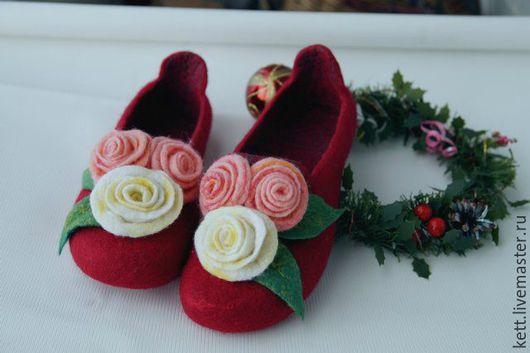 """Обувь ручной работы. Ярмарка Мастеров - ручная работа. Купить Валяные тапки с задниками  """" Розочки для Золушки"""" женские тапочки. Handmade."""