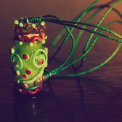 Украшения ручной работы. Ярмарка Мастеров - ручная работа Аромакулон лэмпворк в зеленых тонах. Handmade.