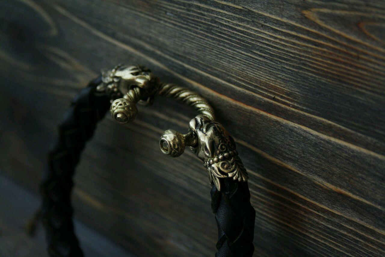 Кожаный браслет с пантерами