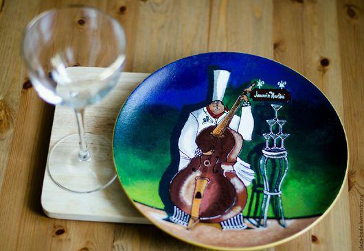 Декоративная посуда ручной работы. Ярмарка Мастеров - ручная работа. Купить Тарелка настенная Повар с контрабасом 27см ручная роспись. Handmade.