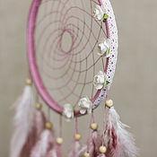 Ловцы снов ручной работы. Ярмарка Мастеров - ручная работа Розовый ловец снов с белыми цветами и кружевной лентой. Handmade.