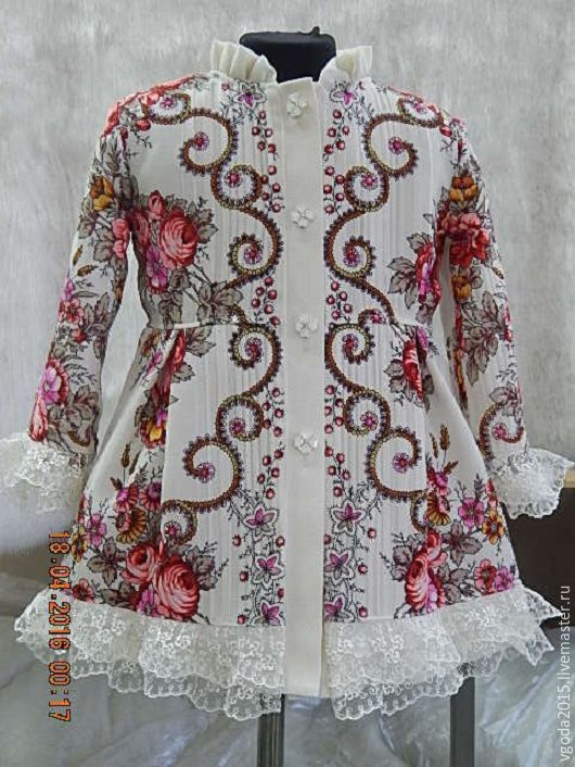 Времена года. Пальто из павловопосадского платка на термоспаянной подкладке (весна, лето, осень), по низу рукава и изделия кружево. Размер 28-30. Рост 106-110. Цена 6 000 руб. Можно на заказ.