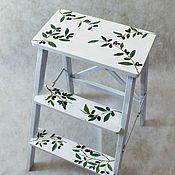 Табуреты ручной работы. Ярмарка Мастеров - ручная работа Белая высокая стремянка с оливками. Handmade.