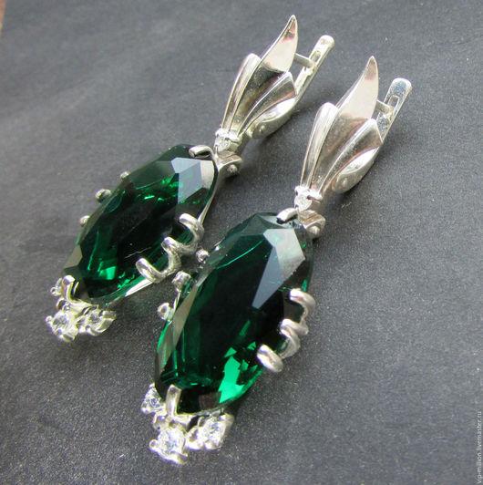 Серьги ручной работы. Ярмарка Мастеров - ручная работа. Купить Серебряные серьги с зелеными топазами и фианитами. Handmade. Тёмно-зелёный