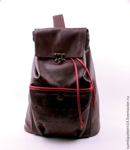 Кожаный, коричневый, вместительный рюкзак Pattern Liberio с медными застёжками и декоративной перфорацией на лямке и кармане.